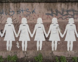 Gruppo di donne, Murale, 2012 - via dei Sardi, Roma - www.facebook.com/muralecontroilfemminicidio